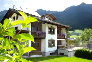 Pension Tina - Hotel - Neustift im Stubaital