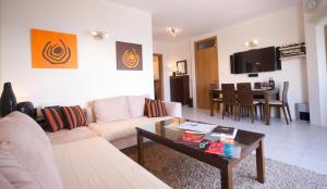Ascot By The Sea, Apartmány  St Paul's Bay - big - 12
