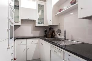 onefinestay - South Kensington private homes III, Апартаменты  Лондон - big - 111