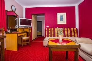 Hotel Bavaria - First Library Hotel, Hotely  Trogir - big - 71