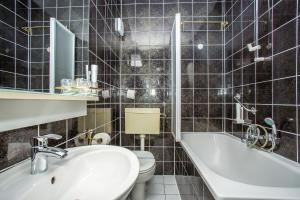 Hotel Bavaria - First Library Hotel, Hotely  Trogir - big - 74