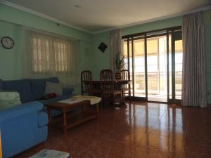 Three-Bedroom Apartment Apartamentos Raymar