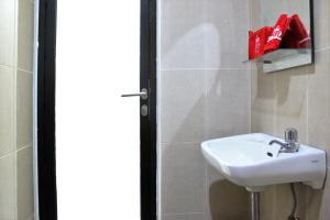 ZEN Rooms Bontolangkasa, Гостевые дома  Макасар - big - 6