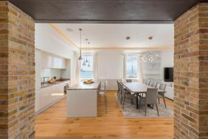 Luxurious Riva Dalmatia Apartm..