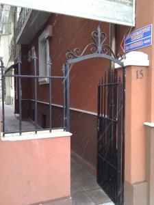 Retta Apartment