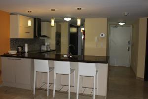 Oasis Ocean View, Apartments  Palm-Eagle Beach - big - 10