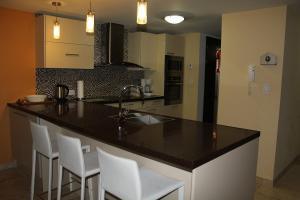 Oasis Ocean View, Apartments  Palm-Eagle Beach - big - 11