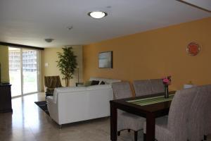 Oasis Ocean View, Appartamenti  Palm-Eagle Beach - big - 9