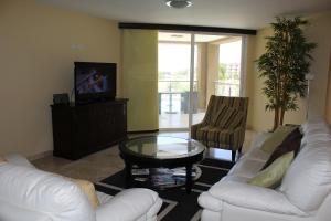 Oasis Ocean View, Appartamenti  Palm-Eagle Beach - big - 8