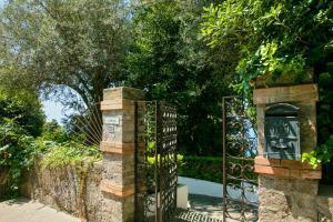 Villa Hibiscus, Villas  Capri - big - 4
