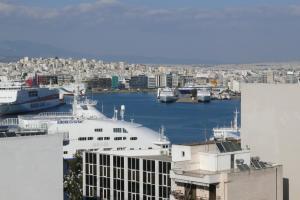 Three-Bedroom Apartment-Piraeus