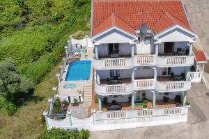 Apartments Villa Happy, Ferienwohnungen - Tivat