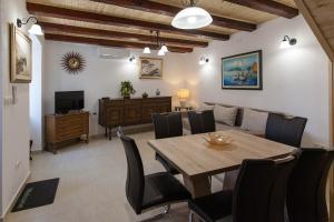 Holiday Home NiKa - Hotel - Omišalj