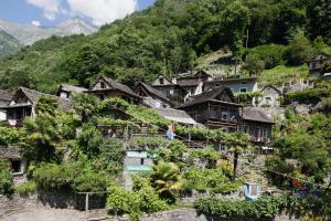 Rustici della Verzasca, Vogorno, Switzerland | J2Ski