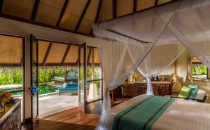 Four Seasons Resort Maldives at Kuda Huraa (10 of 44)