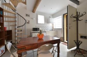Massarenti 3 Levels Apartment, Ferienwohnungen  Bologna - big - 2