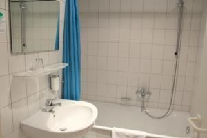 Hotel Schiller, Hotely  Freiburg im Breisgau - big - 61