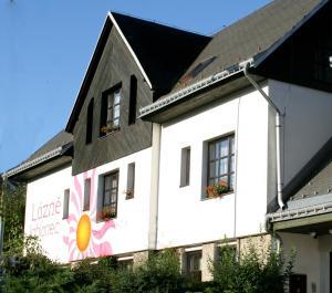 Hostels und Jugendherbergen - Wellness Penzion Lázně Jablonec