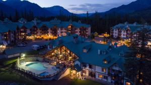 Lizard Creek Lodge - Accommodation - Fernie
