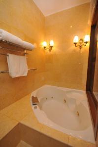 Luxury Villas at Ombak Villa Langkawi, Villas  Pantai Cenang - big - 11