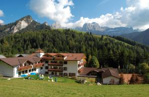 Dolomitenhotel Weisslahnbad - AbcAlberghi.com