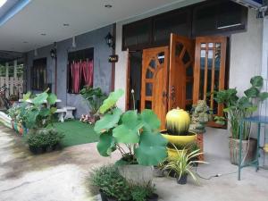 Sawang Guesthouse - Ban Laem Ngiu