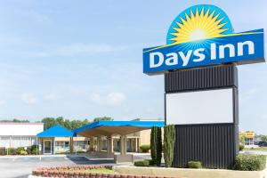 Days Inn by Wyndham Washington - Williamston