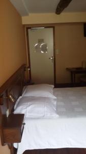 Hôtel des Voyageurs, Hotels  Ferrières-Saint-Mary - big - 19