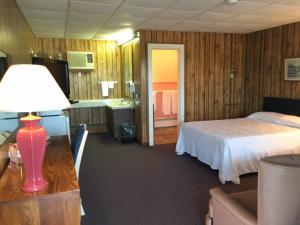 . Knob Hill Motor Lodge