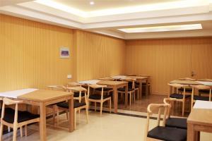 Hostels und Jugendherbergen - GreenTree Inn Jiangxi Shangrao Qianshan Ehu Avenue Express Hotel