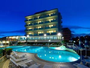 Strand Hotel Colorado - AbcAlberghi.com