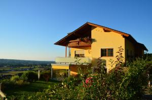 Haus Margit, Homestays  Schlierbach - big - 30