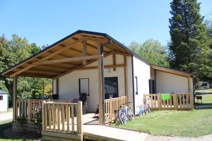 Location gîte, chambres d'hotes Camping Le Val de Landrouet dans le département Côtes d'Armor 22