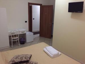 Economy Quadruple Room with Private External Bathroom