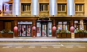 Le Roosevelt hotel,  Lyon, France. The photo picture quality can be variable. We apologize if the quality is of an unacceptable level.