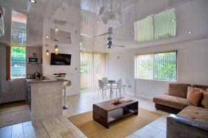Modern Eshae Living Apartment - St Mary