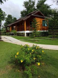 Phanya Chalet - Thung Faek