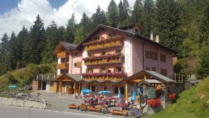 Hotel La Roccia - AbcAlberghi.com