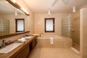 Las Verandas Hotel & Villas, Resorts  First Bight - big - 27
