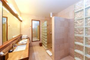 Las Verandas Hotel & Villas, Resort  First Bight - big - 48
