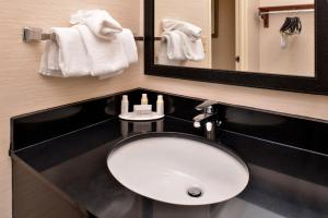 Fairfield Inn & Suites Louisville North / Riverside, Отели  Джефферсонвилл - big - 36