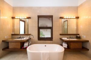 Las Verandas Hotel & Villas, Resort  First Bight - big - 39