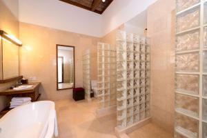 Las Verandas Hotel & Villas, Resort  First Bight - big - 77