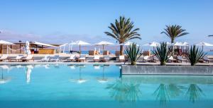 DoubleTree by Hilton Resort Pe..