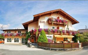 Pension Edelweisshof - Hotel - St Johann in Tirol