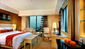 Grand Aston City Hall Hotel & Serviced Residences, Aparthotels  Medan - big - 11