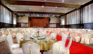 Grand Aston City Hall Hotel & Serviced Residences, Aparthotels  Medan - big - 10
