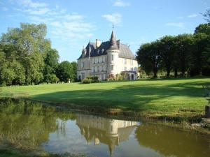 Location gîte, chambres d'hotes Château de la Chabroulie dans le département Haute Vienne 87