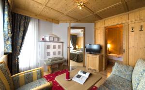 Alpen Hotel Corona, Hotely  Vigo di Fassa - big - 39