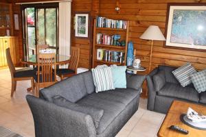 Lavendula Garden Cottage, Dovolenkové domy  Burnt Pine - big - 26